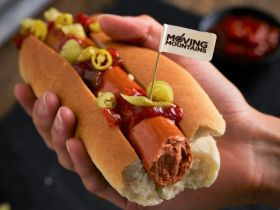 Moving Mountains lanceert plantaardige hot dog