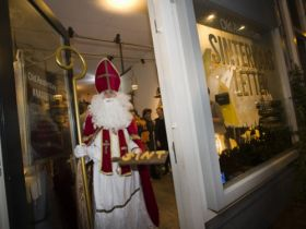 Opening Old Amsterdam SinterKAASletter pop-up store